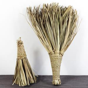 Broom in palm leaves, L