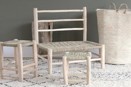 tabouret artisanal en bois et feuille de palmier. Black Bedroom Furniture Sets. Home Design Ideas