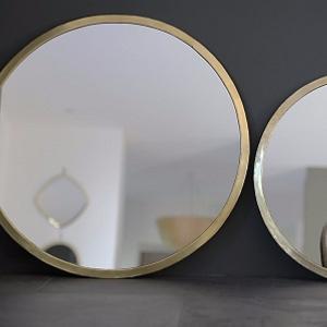 grands miroirs avec cadre en laiton couleur or. Black Bedroom Furniture Sets. Home Design Ideas